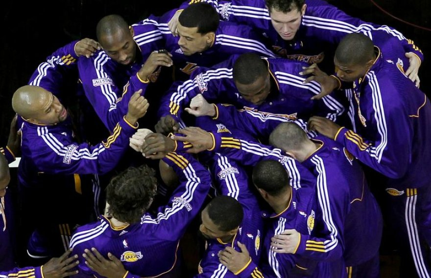Los Andželo krepšininkai gina čempionų vardus.