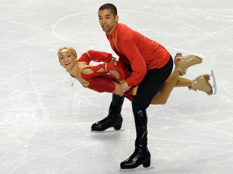 A.Savchenko ir R.Szolkowy vadinami vienais favoritų laimėti auksą porų varžybose.