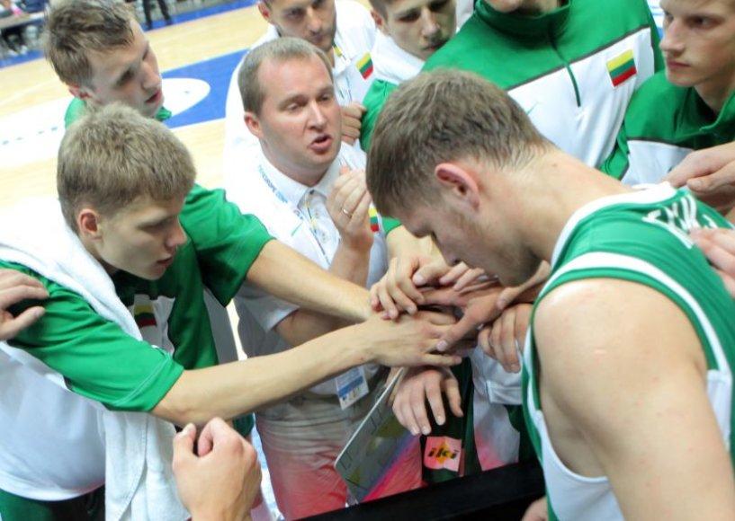Kazys Maksvytis vadovauja Lietuvos jaunimo rinktinei.