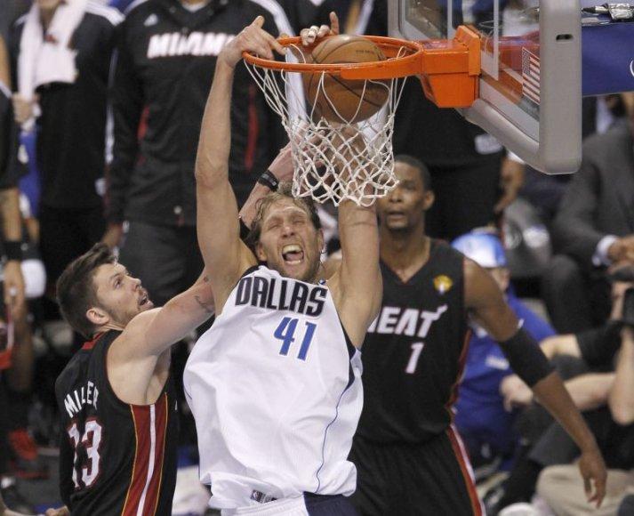 Dirkas Nowitzkis pelnė 29 taškus.