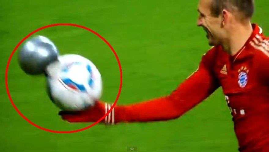 Arjeno Robbeno rankose - suplyšęs kamuolys