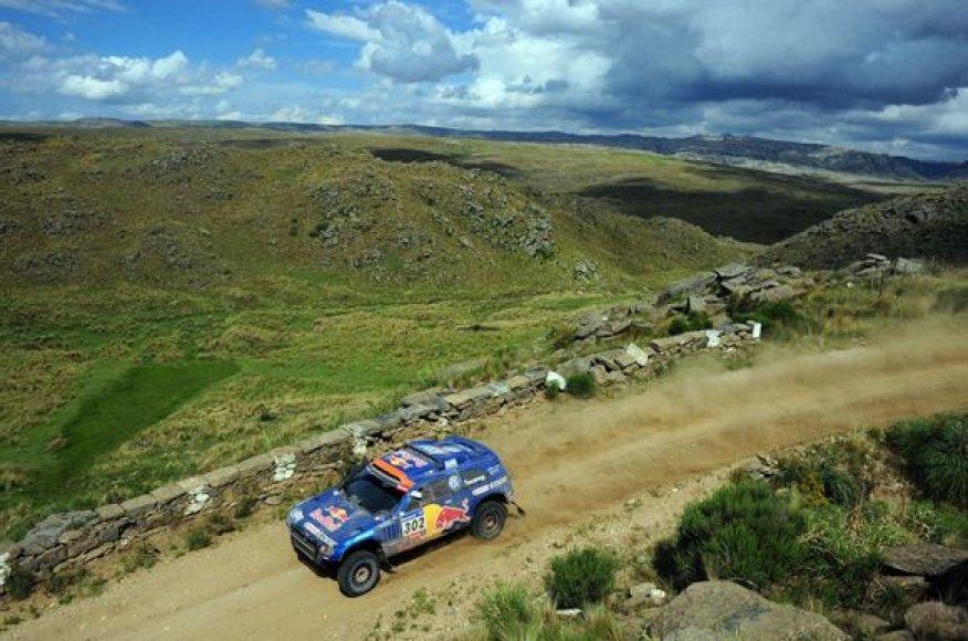 Priešpaskutinį Dakaro ralio etapą laimėjo Ispanijos lenktynininkai