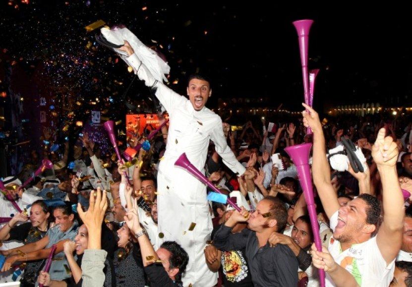Kataro žmonės džiūgauja – jų šalyje 2022 metais vyks futbolo pasaulio čempionatas.