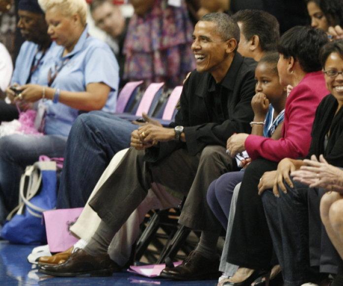 Barackas Obama mėgsta lankyti sporto varžybas.
