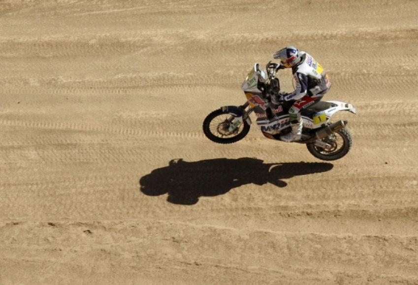 Tarp motociklininkų pirmauja Marcas Coma.
