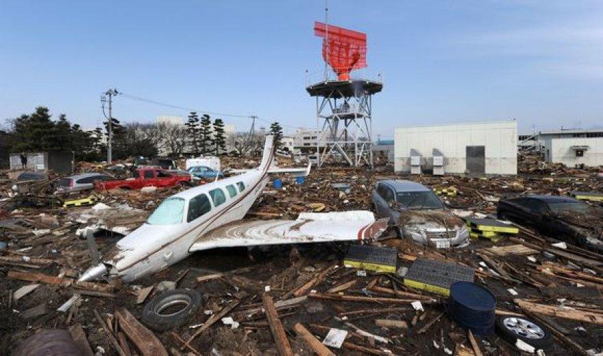 Žemės drebėjimų ir cunamio padariniai