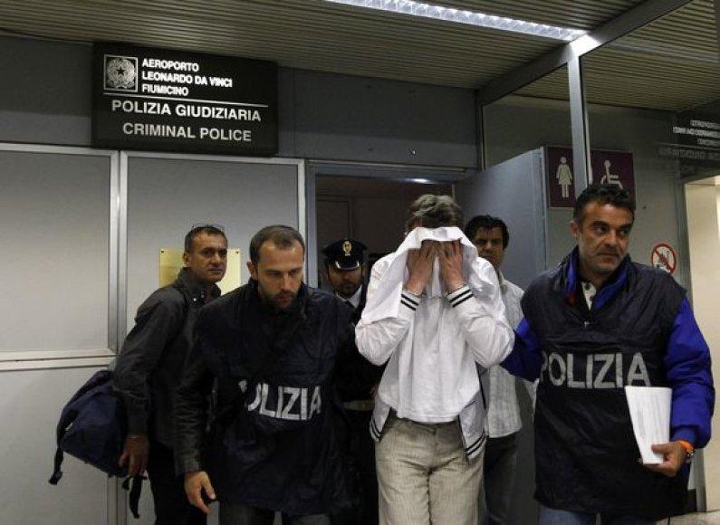"""Oro bendrovės """"Alitalia"""" lėktuvo įgulos nariai užkirto kelią mėginimui užgrobti lėktuvą"""