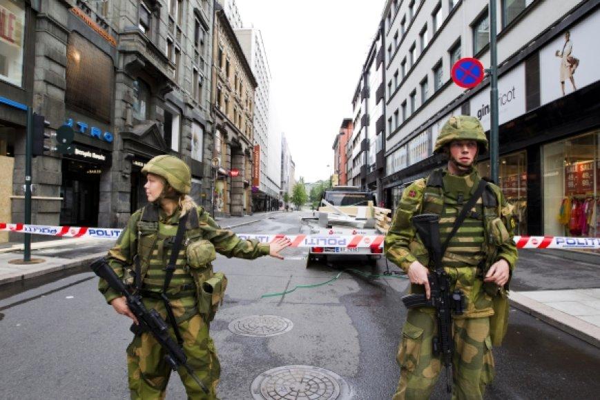 Po sprogimo Oslo centre rinkosi minios žmonių