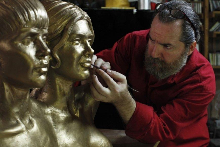 Popdievaičiai virto bronzinėmis skulptūromis
