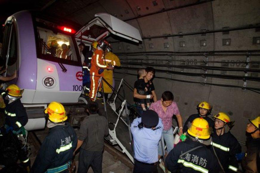 Šanchajuje susidūrė metropoliteno traukiniai