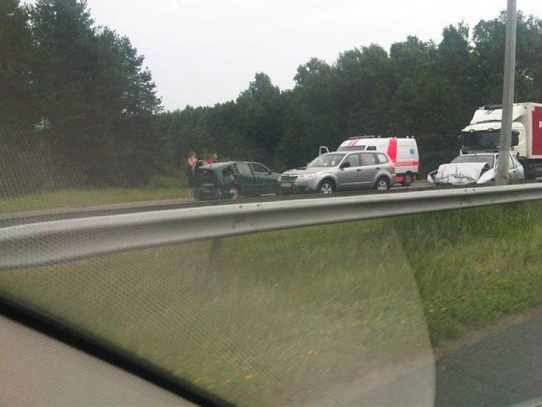 Autostradoje susidūrė du automobiliai.