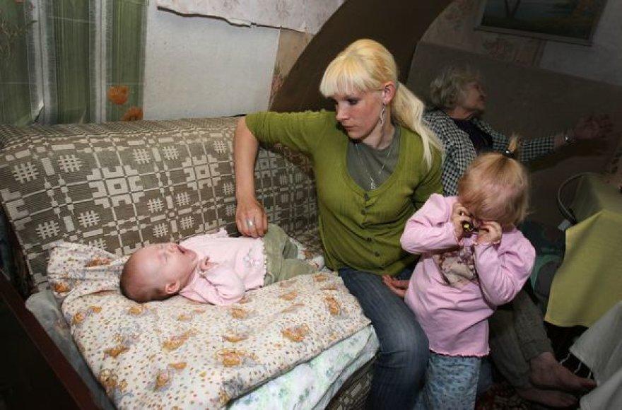 S.Smilgiūtę su mažametėmis dukromis teismas varo į gatvę.