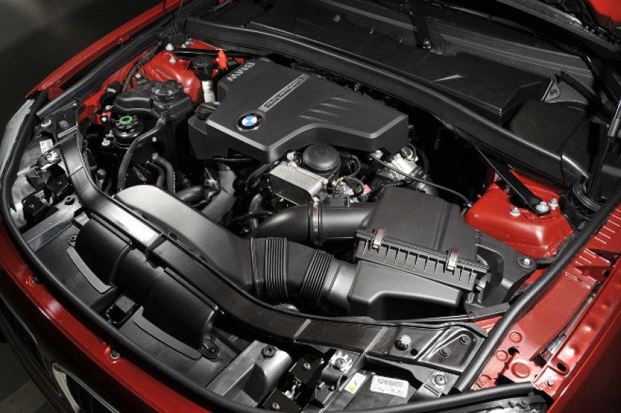 BMW: 4 cilindrai ir 240 AG