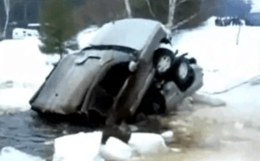 Pavyzdys, kaip nereikia gelbėti paskendusio automobilio
