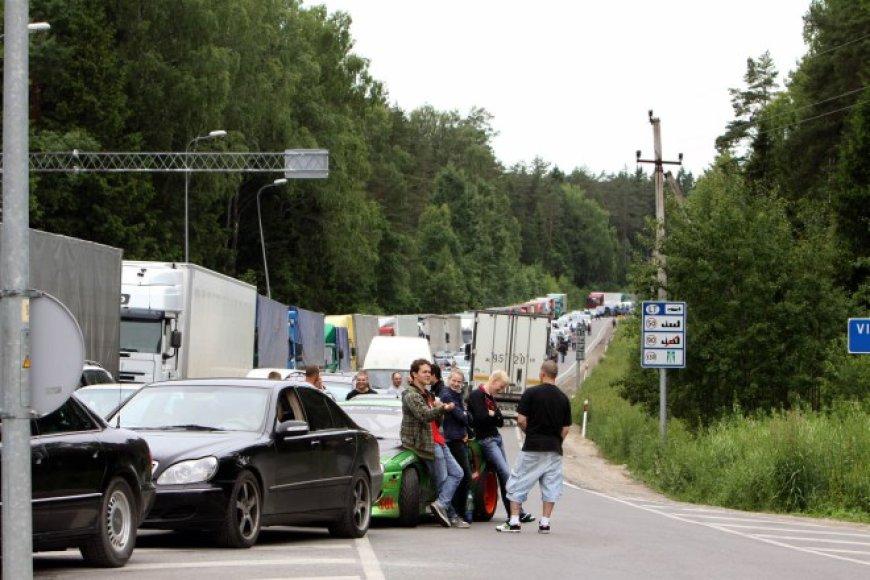 Eilės prie Baltarusijos sienos - didžiulės