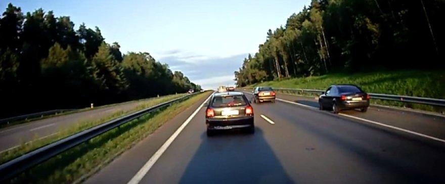 """Audi A6"" lenkimas per šalikelę"