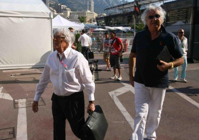 B.Eccelstone'as (kairėje) ir F.Briatore