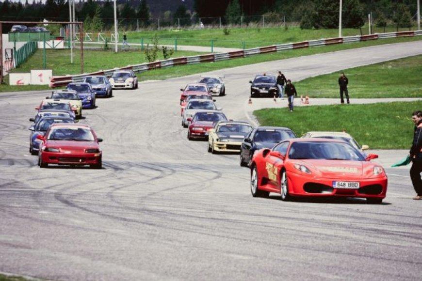 """""""Fast Lap Race"""" lenktynių akimirka"""