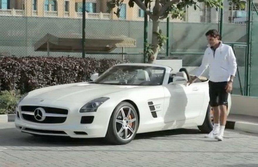 "Rogeris Federeris prie ""Mercedes-Benz SLS AMG Roadster"""