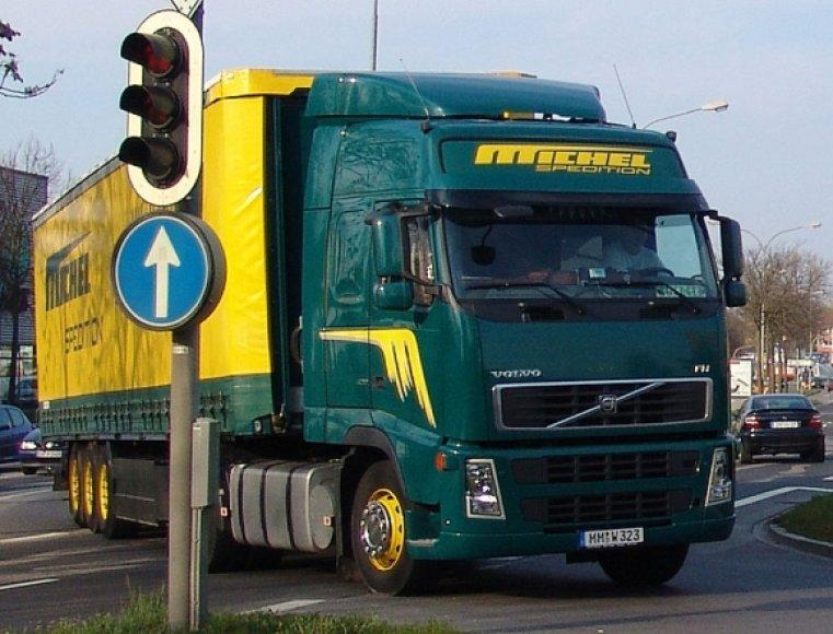 "Vilkikas ""Volvo FH12"""