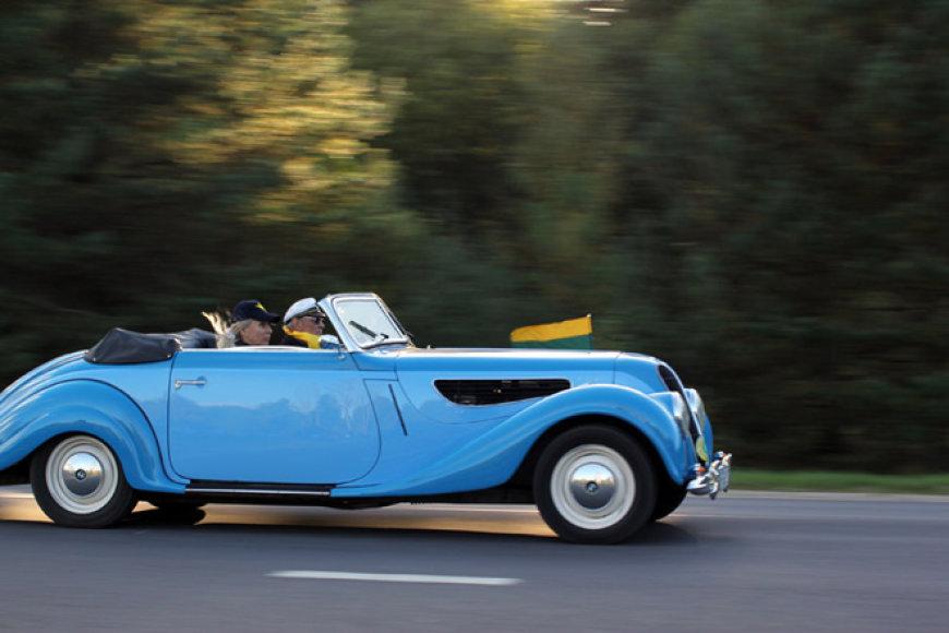 Senovinis BMW automobilis