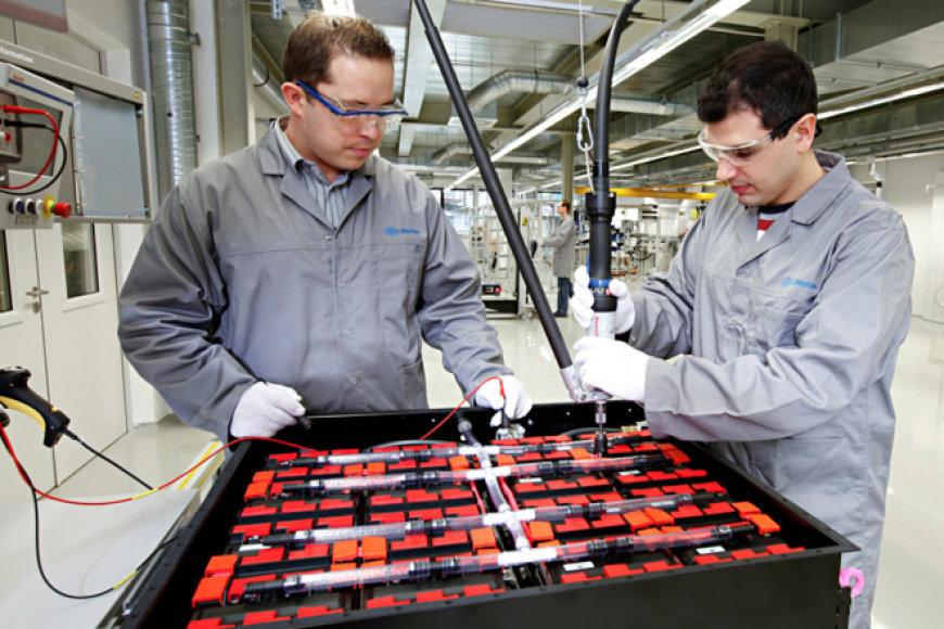 """Surenkamos """"SB-LiMotive"""" suprojektuotos baterijos"""