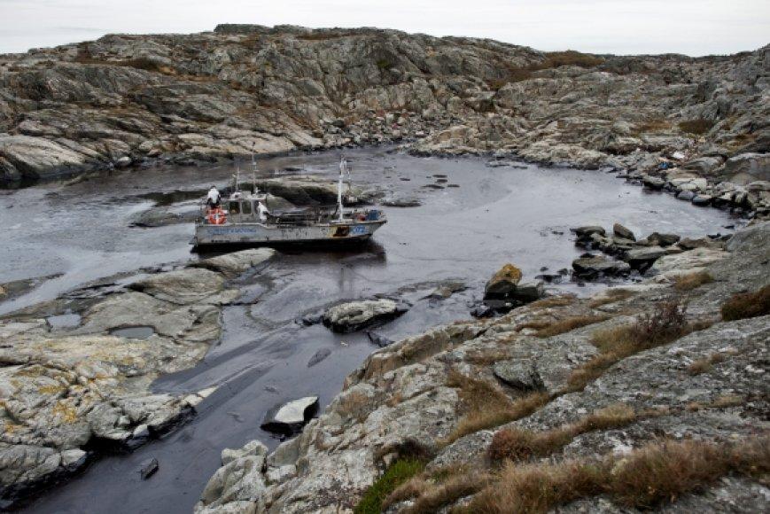 Švedijos pakrantėje aptikti išsiliejusios naftos telkiniai