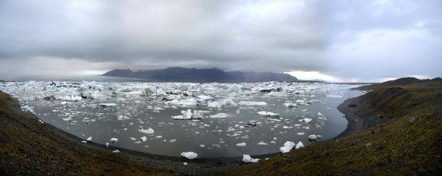 Jökulsárlón tirpstančio ledyno lagūna.