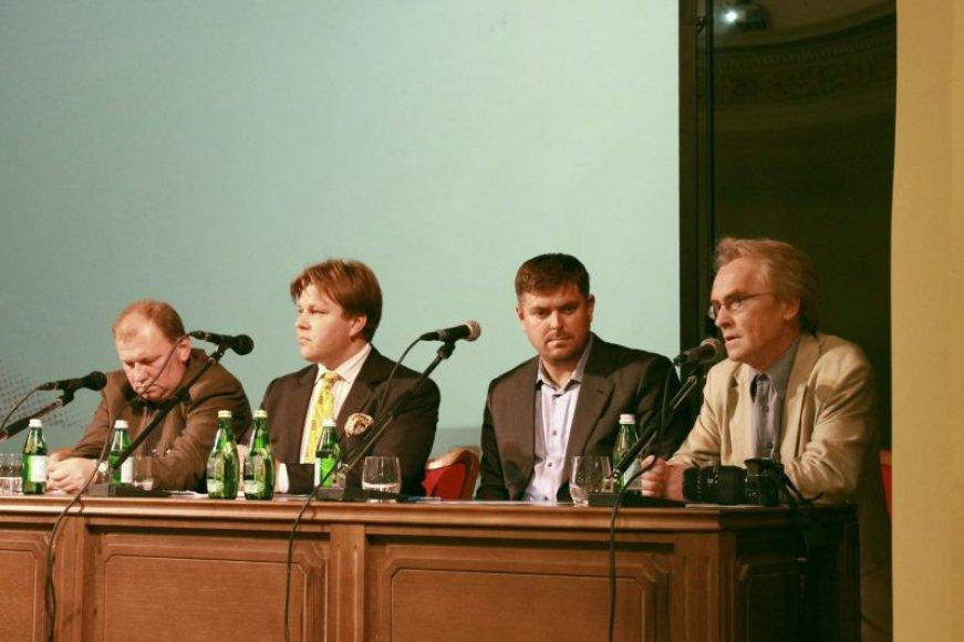 Diskusijos dalyviai (iš kairės į dešinę): D.Pūras, M.Adomėnas, I.Laursas, R.Tamošaitis
