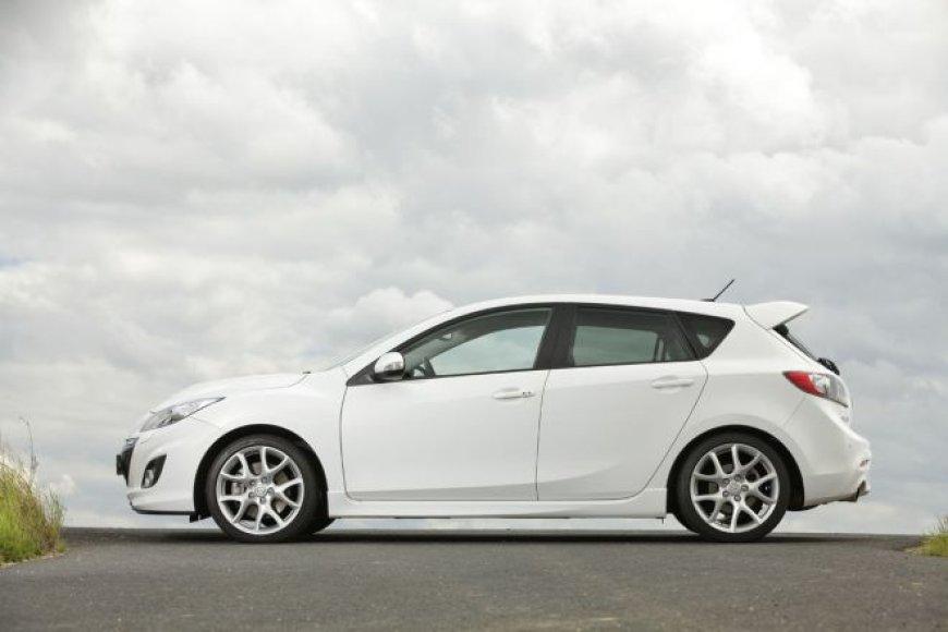 """Atnaujinta """"Mazda 3"""""""