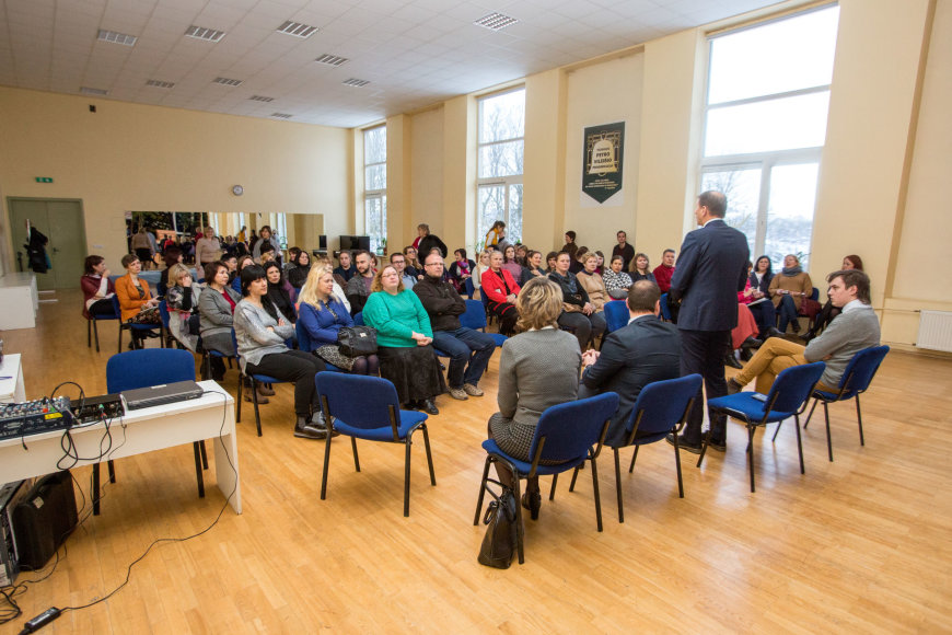 Vidmanto Balkūno / 15min nuotr./Savivaldybės atstovų susitikimas su P.Vileišio progimnazijos mokytojais