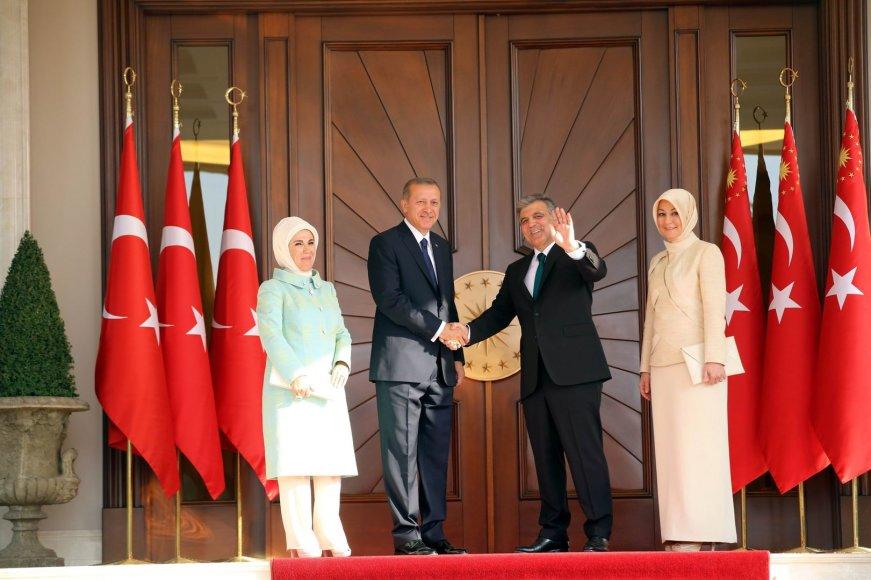 R.T.Erdoganas ir buvęs Turkijos prezidentas Abdullah Gullas su savo žmonomis