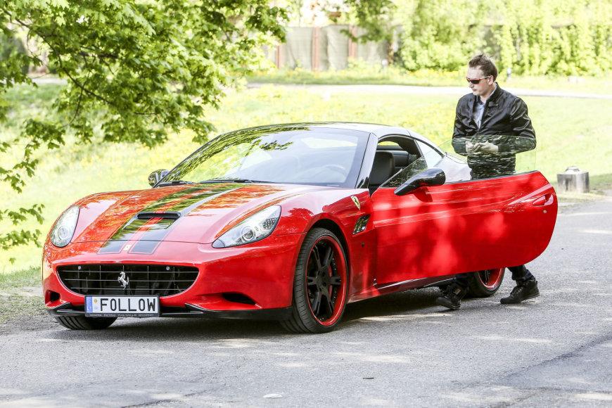 "Ugnius Kiguolis ir jo ""Ferrari California Novitec Rosso Race"""