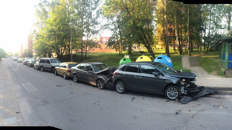 Sostinės Mokyklos gatvėje apdaužyti penki automobiliai