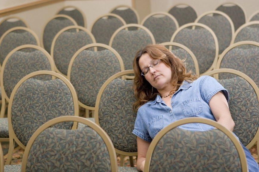 Tėvų susirinkimas, ŠMM, nuobodžiaujanti mama