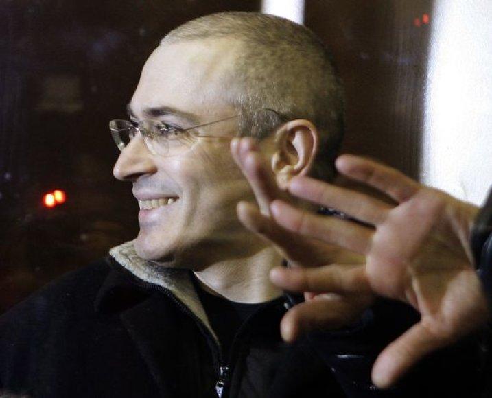 Ir kalėjime, ir vedamas į teismą M.Chodorkovskis nepraranda geros nuotaikos.