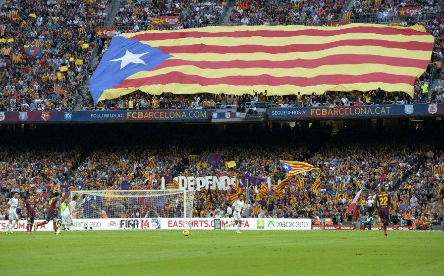 """Camp Nou"" plevėsuojanti Katalonijos vėliava"