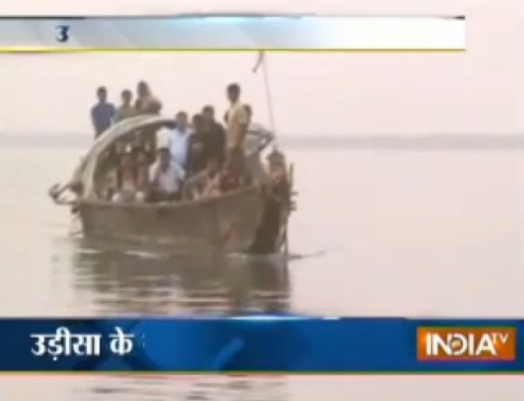 Indijoje nuskendo laivas