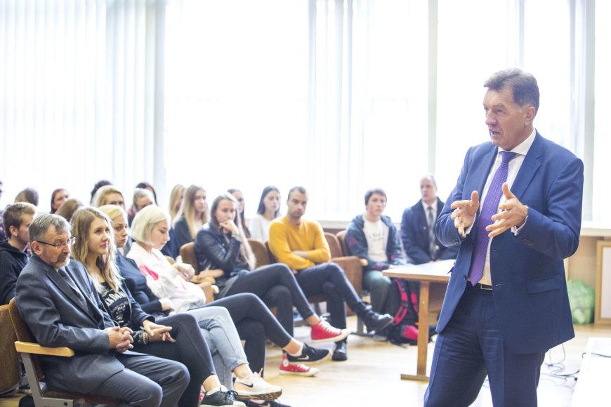 Algirdas Butkevičius vedė pilietiškumo pamoką