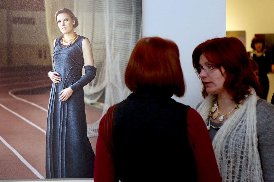 Austra Skujytė fotosesijoje įkūnijo Eglę žalčių karalienę