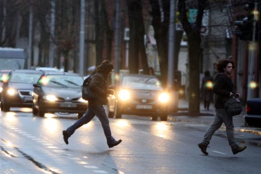 Kelių policijos valdybos viršininkas A.Tarasevičius pabrėžė, jog avarines situacijas neretai sukelia ir patys pėstieji.