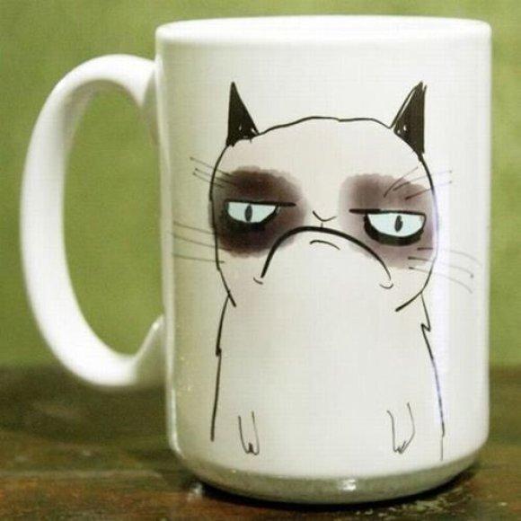 Puodelis su katino atvaizdu
