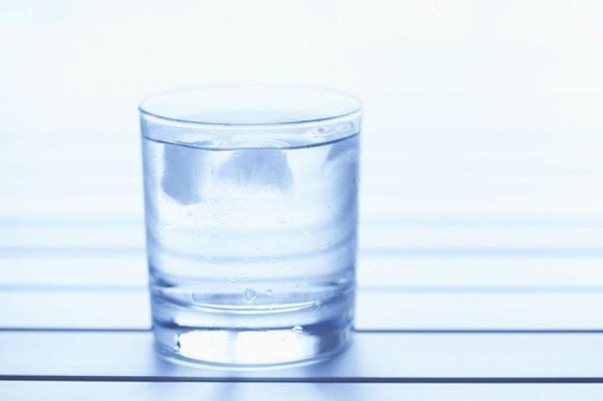 Vanduo stiklinėje