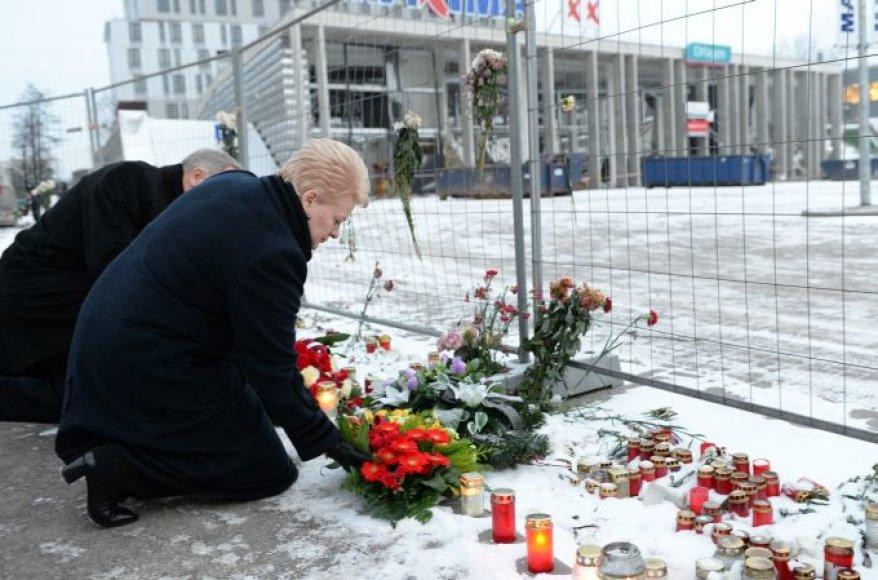 D.Grybauskaitė pagerbė aukas.