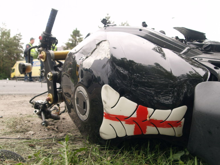 Avarijoje prie Kauno žuvo motociklininkas