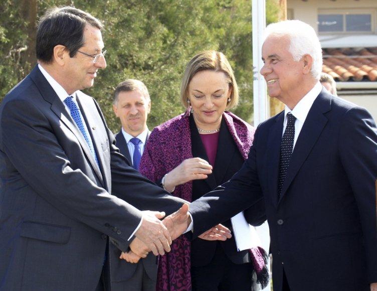 Graikiškojo Kipro lyderis Nicos Anastasiades ir turkiškojo Kipro vadovas Dervisas Eroglu
