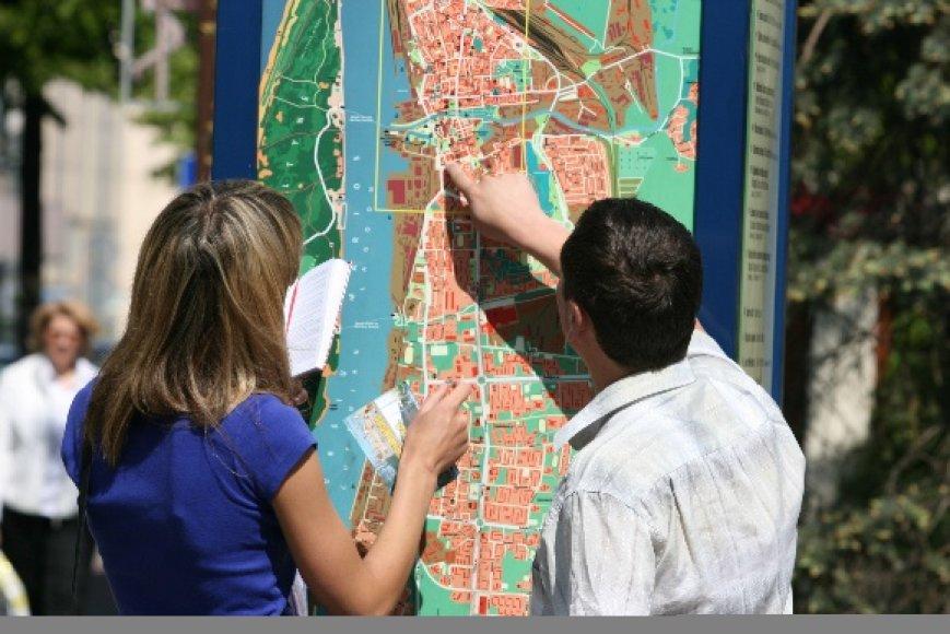 Turistai pajūryje neretai pasigenda informacijos, kuri būtų pateikta ne tik lietuvių ir rusų, bet ir kitomis kalbomis – anglų, vokiečių ar prancūzų.