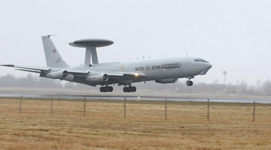 """NATO """"Boeing 707"""" leidžiasi Šiauliuose"""