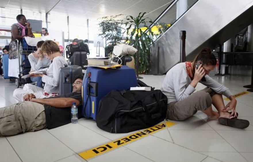 Skrydžio laukiantys keleiviai viename iš Prancūzijos oro uostų