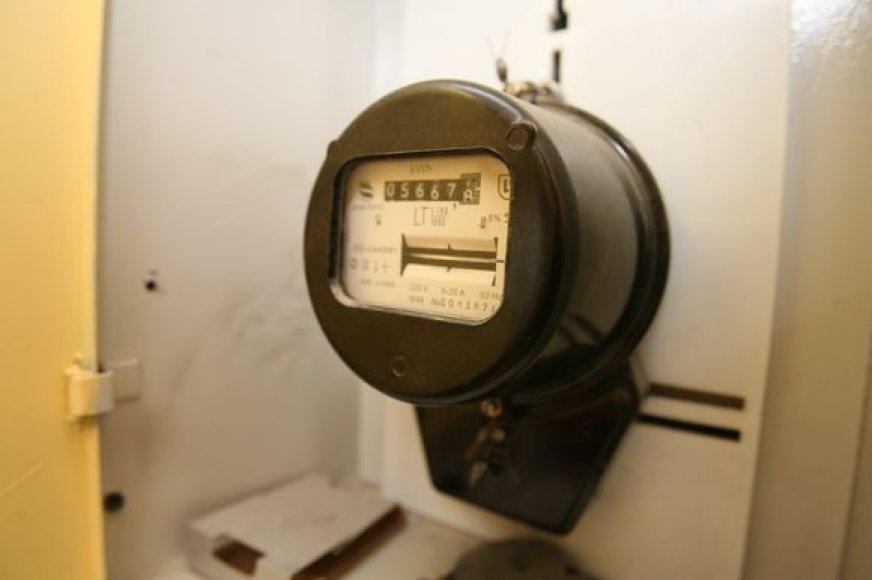 Elektrikai vilnietei elektrą atjungė tik dėl to, kad keletą metų negalėjo patekti į jos butą ir patikrinti ten esančių skaitiklių.